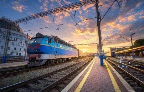 יובל חולמת להיות נהגת בקטר רכבת